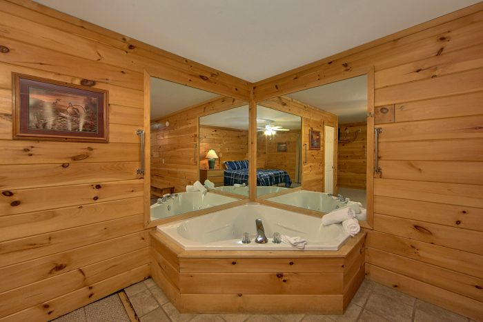 Pigeon Forge Cabin with a Private Jacuzzi Tub - Mountain Crest