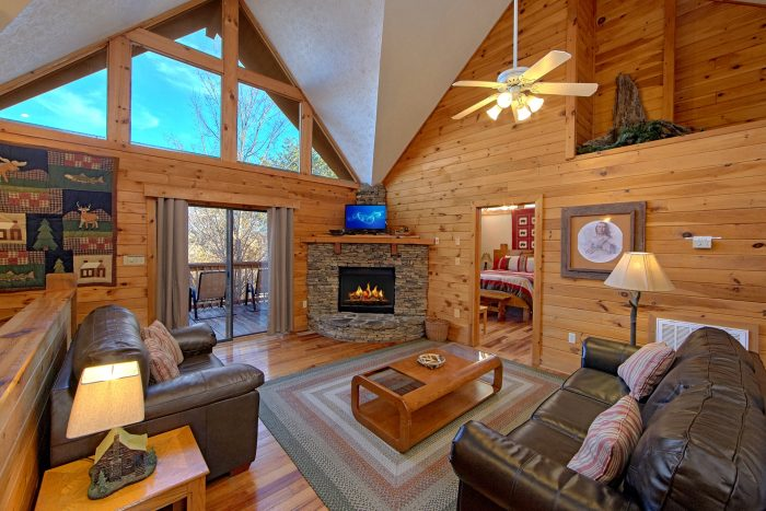 4 Bedroom cabin with Fireplace and Sleeper Sofa - Mountain Fever