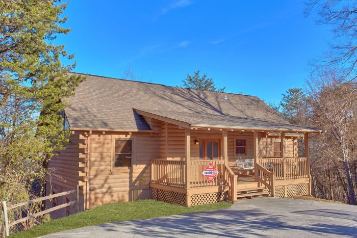 Discount Smokies Cabin With Pool Table and Hot Tub