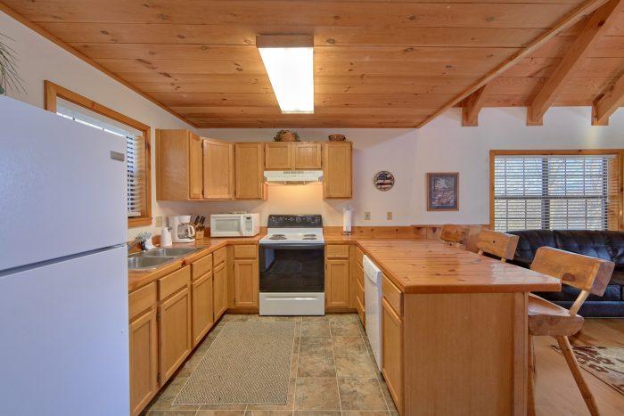 Main Floor Master Bedroom 1 Bedroom Cabin - Mountain Hideaway