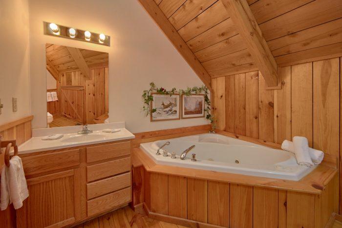 1 Bedroom Sleeps 6 with 2 Jacuzzi Tubs - Mountain Hideaway