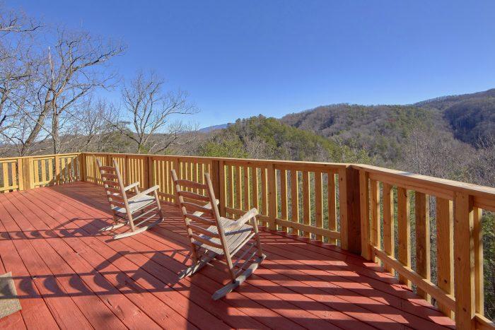 1 Bedroom Cabin Sleeps 6 with View - Mountain Hideaway