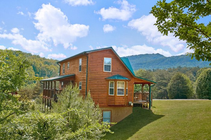 4 bedroom cabin in smoky mountains sleeps 10 mountain