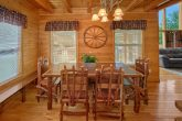Luxurious 4 Bedroom Cabin with Large Dining Area