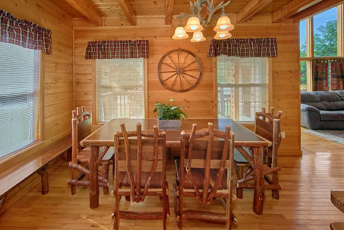 Luxurious 4 Bedroom Cabin with Large Dining Area - Mountain Majesty