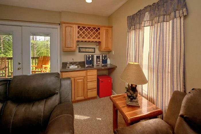 Cabin with Family Room and Kitchenette - Mountain Majesty