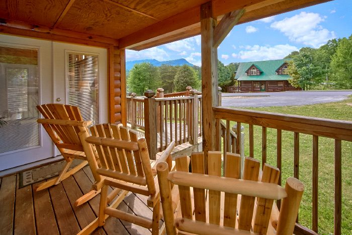4 Bedroom Cabin with Flat Parking and Ramp - Mountain Majesty