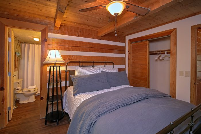 Queen Bedroom with Private Bath in Rustic Cabin - Mountain Moonlight