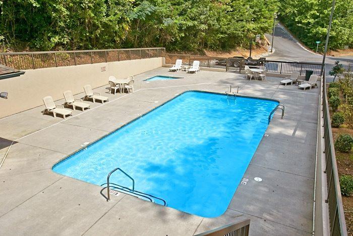 Honeymoon Cabin with Resort Swimming Pool - Mountain Star