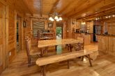 3 Bedroom Cabin with a Dining Room Table