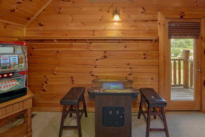 3 Bedroom Cabin with an Arcade Game - Mountain Valley Dreams