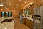 8 Bedroom Pool Cabin with a Large Kitchen