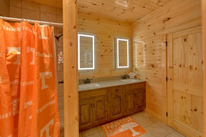 8 Bedroom Cabin with a Tennessee Locker Bathroom - Mountain View Pool Lodge