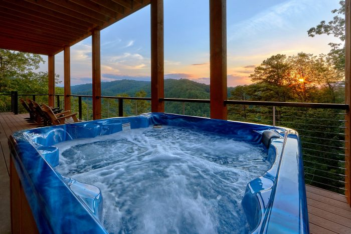 8 Bedroom Pool Cabin with a Hot Tub - Mountain View Pool Lodge