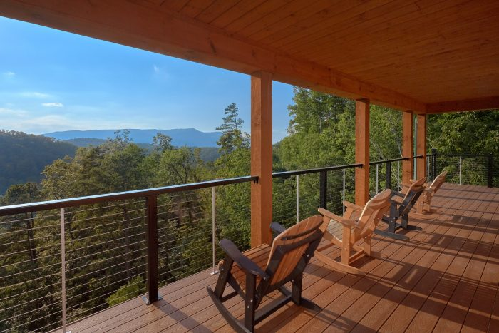 8 Bedroom Cabin with Gorgeous Mountain Views - Mountain View Pool Lodge