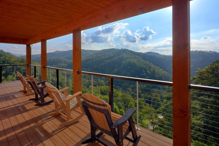 8 Bedroom Pool Cabin with 3 Covered Decks - Mountain View Pool Lodge