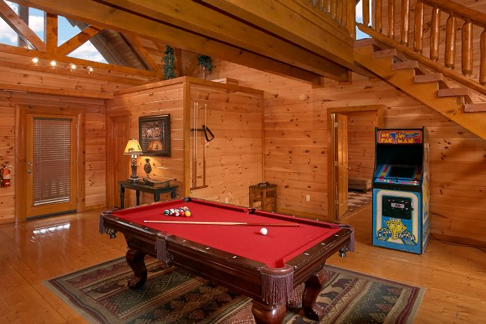 Pool Table and Arcade Game Room 8 Bedroom - Grand Theater Lodge