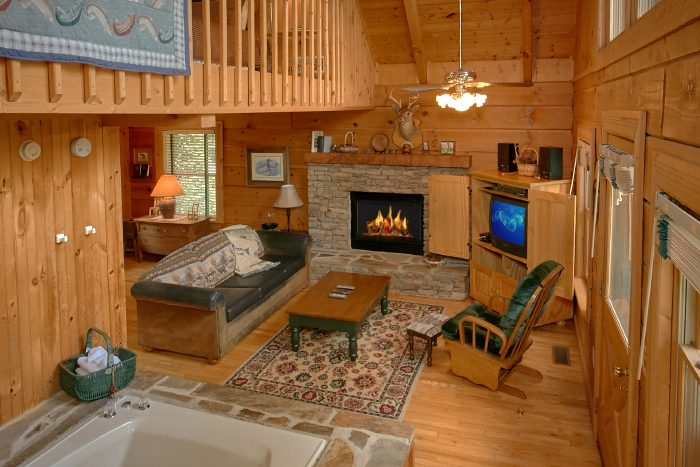 Cabin with Fireplace and Jacuzzi Tub - Mountain Retreat Kimbles