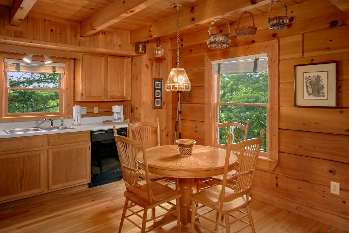 Cabin with Dining Room Table that seats 4 - Mountain Retreat Kimbles