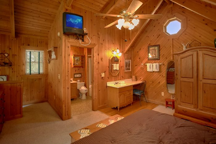 Cabin with Queen Bed, Private Bath and Jacuzzi - Mountain Retreat Kimbles