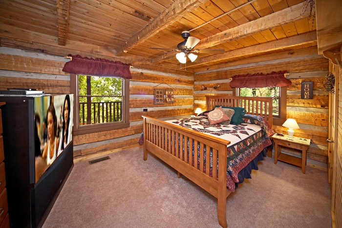 Cabin with TV in Bedroom - Natures Heart