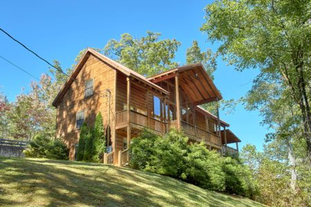 Smoky Mountain Retreat: 5 Bedroom Pigeon Forge Cabin Rental