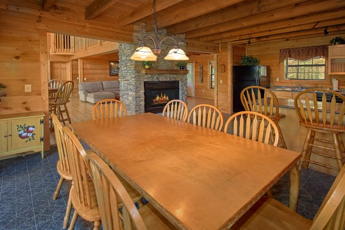 Luxury Cabin with Large Dining Room - Natures Majesty