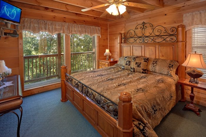 5 Bedroom Cabin with Master King Bedroom - Natures Majesty