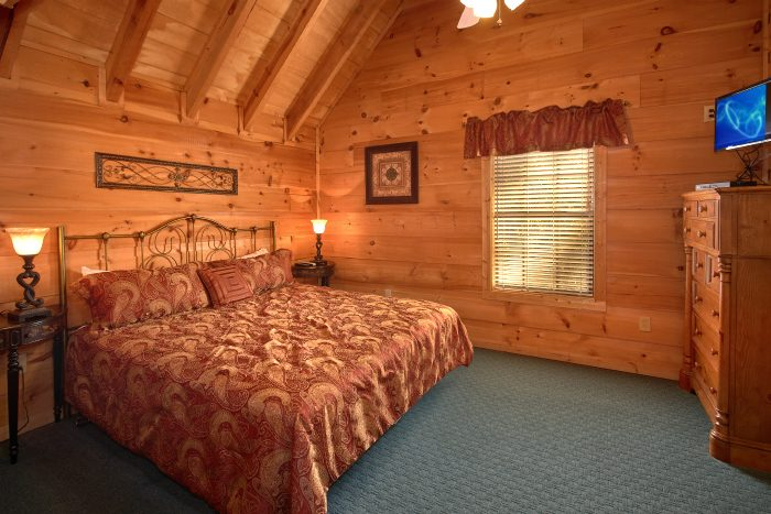 5 Bedroom Cabin with Private King Bedroom - Natures Majesty