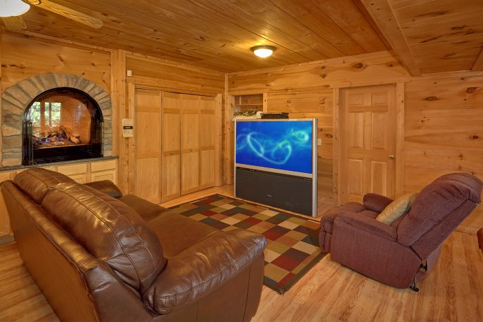 Gatlinburg 5 Bedroom Cabin with Family Room - Natures Majesty