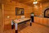 5 Bedroom Cabin Sleeps 16 with Air Hockey Table