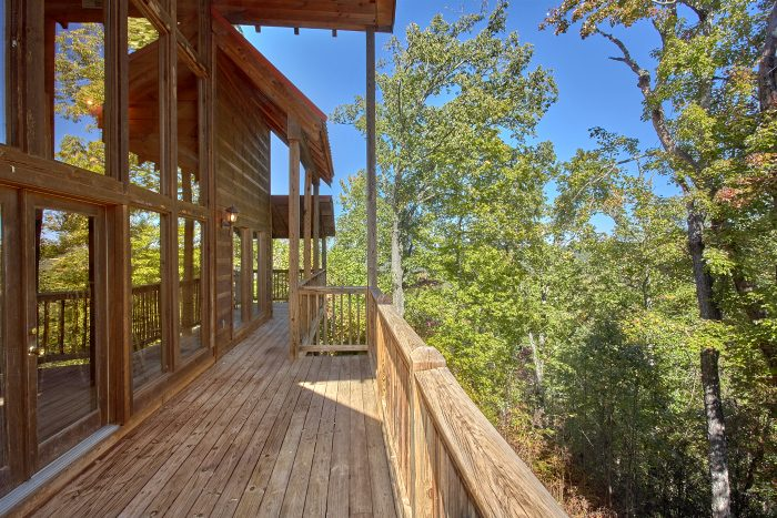 Private 5 Bedroom Cabin with wooded View - Natures Majesty