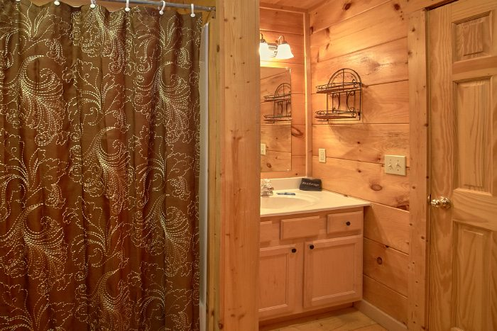 1 Bedroom Cabin with Private Bath and King Bed - Naughty Pines