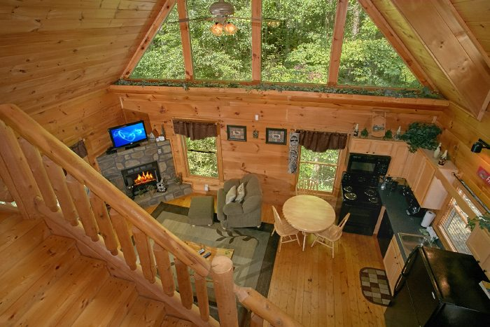 Private 2 Story Cabin with Loft and Pool Table - Naughty Pines