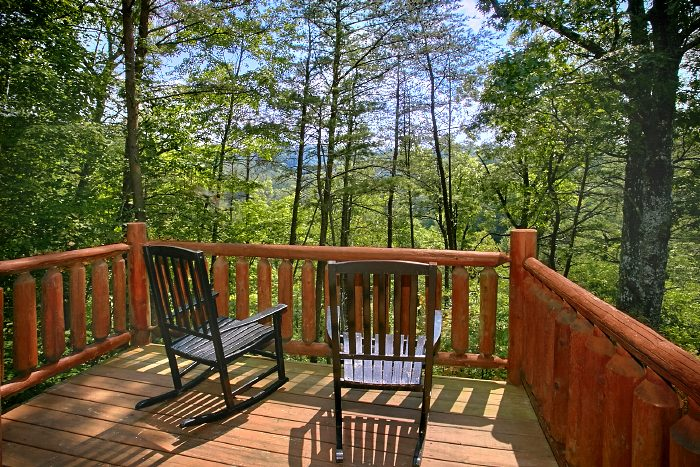 Secluded Cabin with Wooded Views in Sky Harbor - Nice N Knotty
