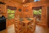 Luxury Cabin with Dining Seating for 4