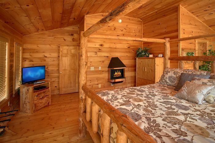 Cabin with Spacious Master Suite and Bath - Nice N Knotty