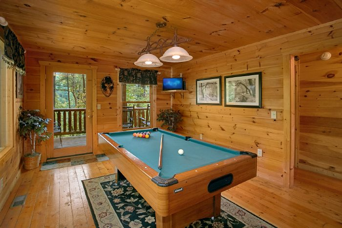 Luxury 2 Bedroom Cabin with Pool Table - Nice N Knotty