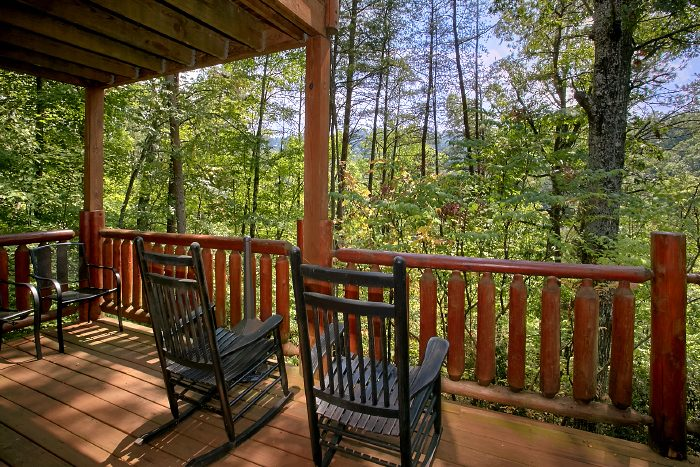 Secluded 2 Bedroom Cabin with Rocking Chairs - Nice N Knotty