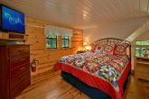Honeymoon cabin with Queen loft bedroom