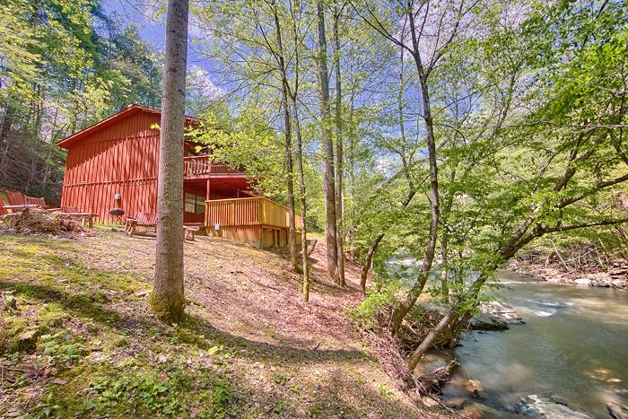 7 Bedroom cabin located on the creek - On the Creek