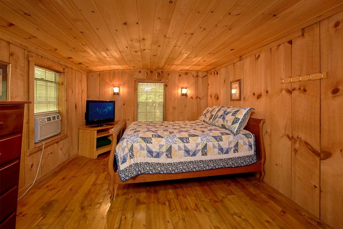Spacious Suite with a Queen and a King bed - On the Creek