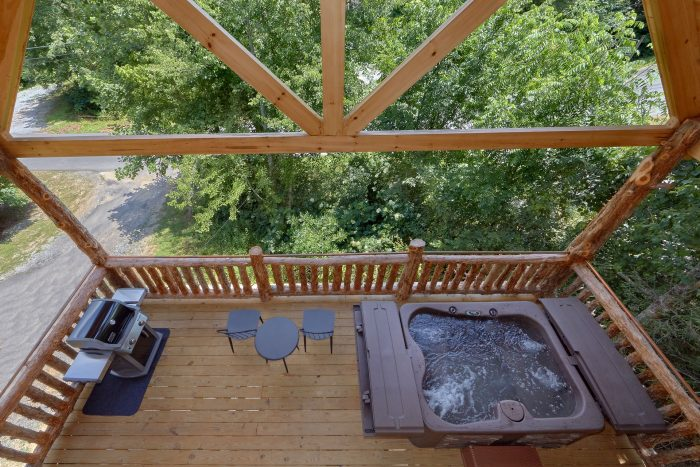 Luxurious 1 bedroom cabin with Hot Tub and Grill - Out On A Limb