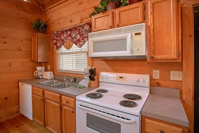 Honeymoon Cabin with Full Size Kitchen - Owl's Landing
