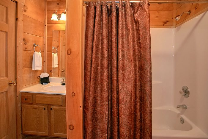 Cabin with Private Bathroom and King Bed - Owl's Landing