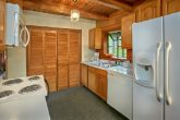 Cabin with full kitchen and 3 bedrooms