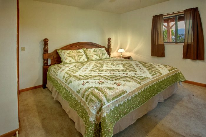3 Bedroom cabin with 2 King bedrooms - Owl's Mountain View