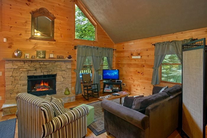 Honeymoon Cabin with Furnished Living Room - Passion Pointe