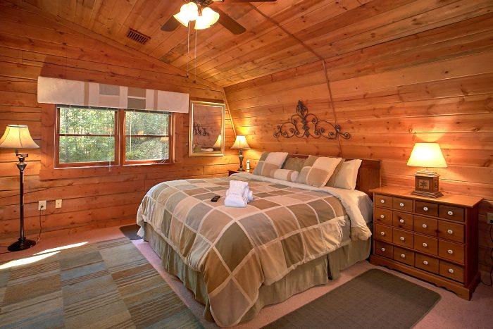 Rustic 4 Bedroom Cabin with King Master Bedroom - Ponderosa