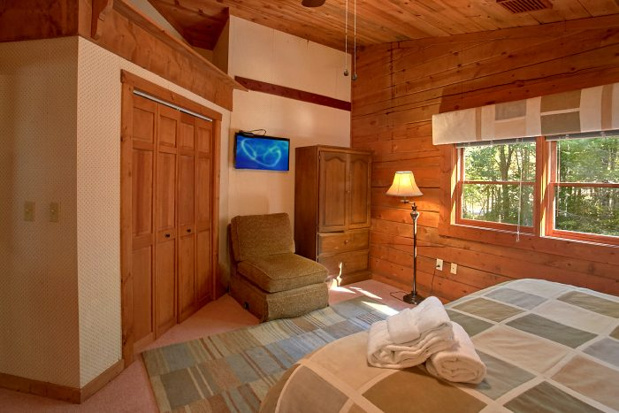 Cabin with Large, Private Master Bedroom and TV - Ponderosa
